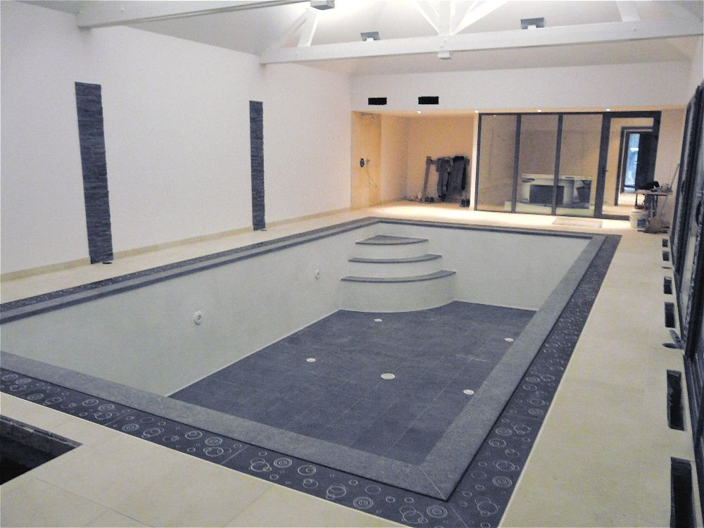 carrelage piscine grand carreaux carrelage design. Black Bedroom Furniture Sets. Home Design Ideas